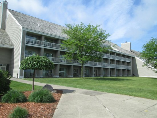 Maumee Bay Lodge and Conference Center: Outside of lodge