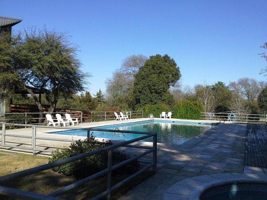Howard Johnson Hotel & Spa Villa General Belgrano: pileta descubierta