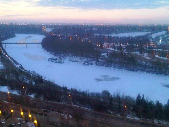 Fairmont Hotel Macdonald: View from the 7th floor room