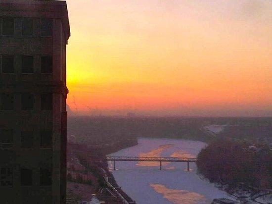 Fairmont Hotel Macdonald: Sunrise from room