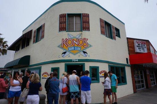 Kono's Cafe: Konos out front