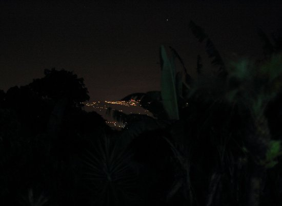 Hotel Mango Valley: View at Night