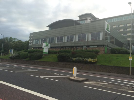 Holiday Inn Edinburgh: Hotel from road