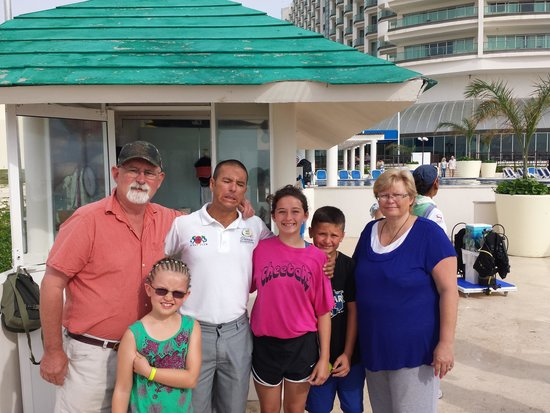 Great Parnassus Family Resort: Carlos and the family