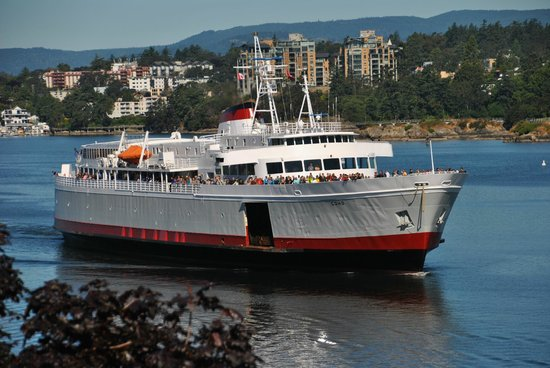 Inn at Laurel Point: here comes the ferry from Washington State to Victoria