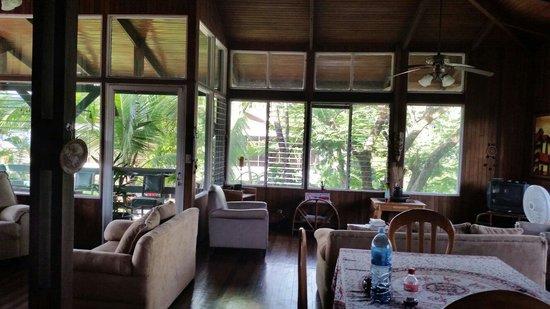 Hostel Vista Serena: Spacious living room upstairs - loma linda residences