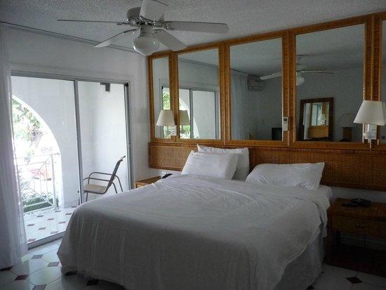 Simpson Bay Resort & Marina: Downstairs bedroom