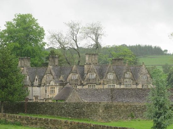 Cotswold Tours by Fowler Tours: Quite an estate!