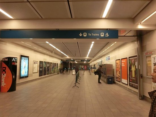 SkyTrain : 駅の案内
