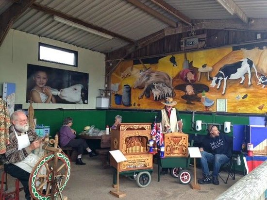Longdown Activity Farm: Live music and a wool spinning demonstration at the entrance.