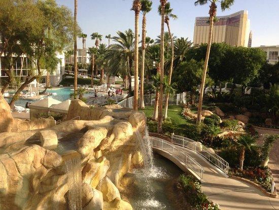 Tropicana Las Vegas - A DoubleTree by Hilton Hotel : Pool and waterfall