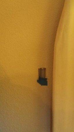 Red Roof Inn Tallahassee - University: The missing plug in the room