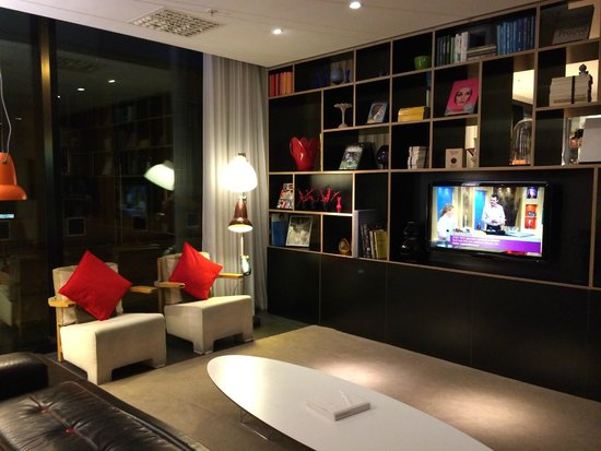 citizenM Glasgow: Lounging area (one of several)