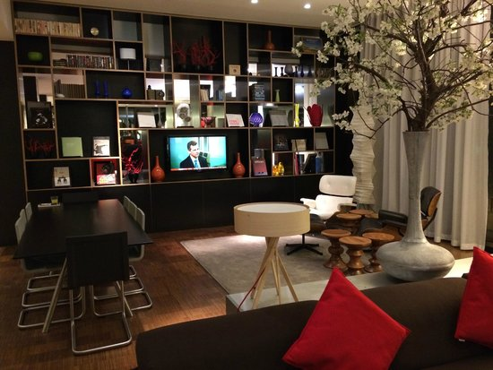 citizenM Glasgow: Lounge area, one of several