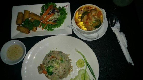 Suvarnabhumi Suite Airport Hotel : Good food!