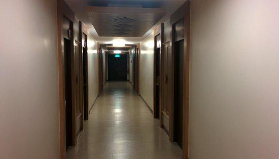 Suvarnabhumi Suite Airport Hotel : Corridor