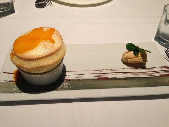 Chill Dining & Wine Bar: Mango Soufflé