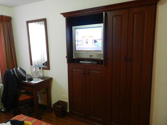 Terra Andina Hotel : TV