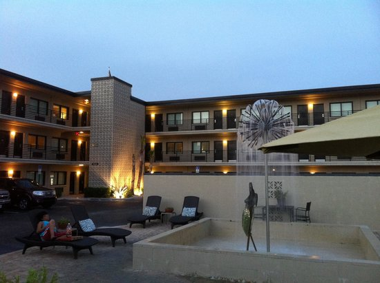 Sole Inn and Suites: Courtyard