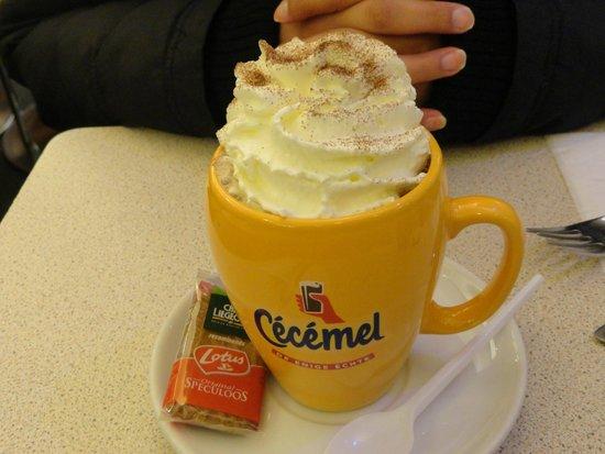 Aux Gaufres de Bruxelles: Não deixe de experimentar o chocolate quente cecemel