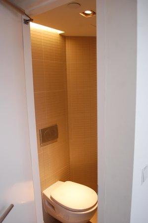 Studio M Hotel: Individual toilet 1