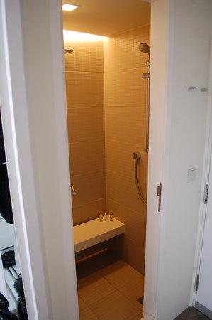 Studio M Hotel: Individual toilet 2
