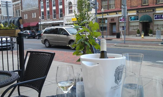 Rare Earth Wine Bar: Life Goes By on Glen Street