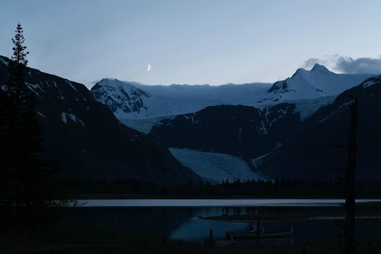 Kenai Fjords Glacier Lodge: Evening moon set from our cabin. Incredible.