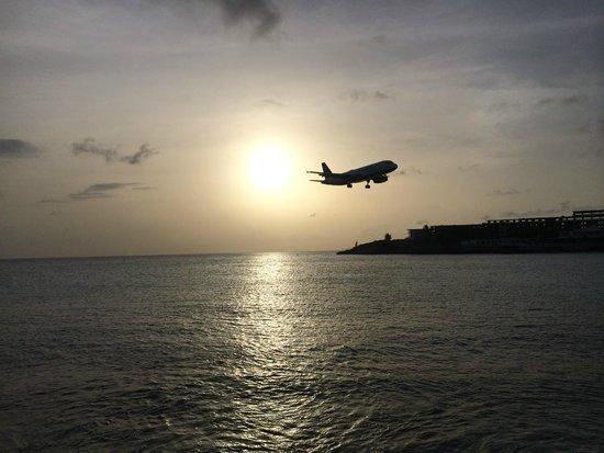 Sunset Beach Bar : Sunset landings