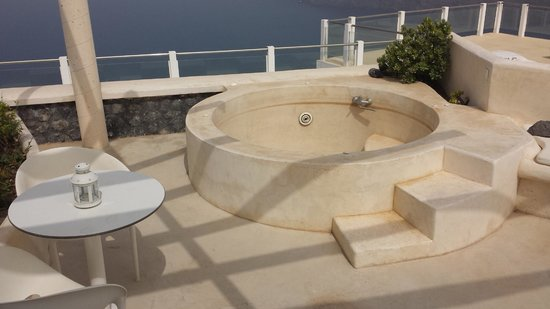 Rocabella Santorini Resort & Spa : Outdoor Jacuzzi