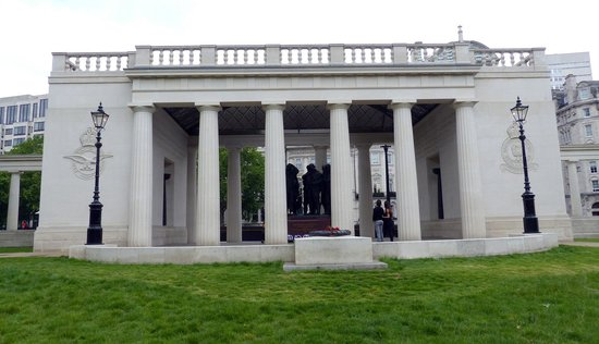 Bomber Command Memorial on west end of Green Park (2)