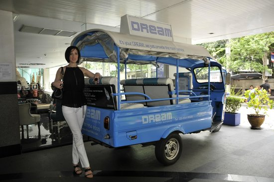 Dream Bangkok : The free tuk tuk service to Asok Station.