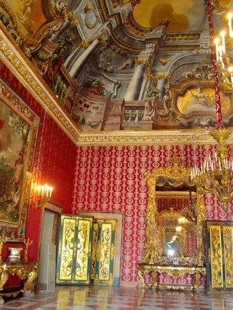 Royal Palace Napoli (Palazzo Reale Napoli): wall & ceiling of a room in Palazzo Reale Napoli