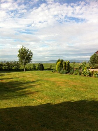 Auchlea Bed and Breakfast: View of Dornoch Firth from Auchlea's garden