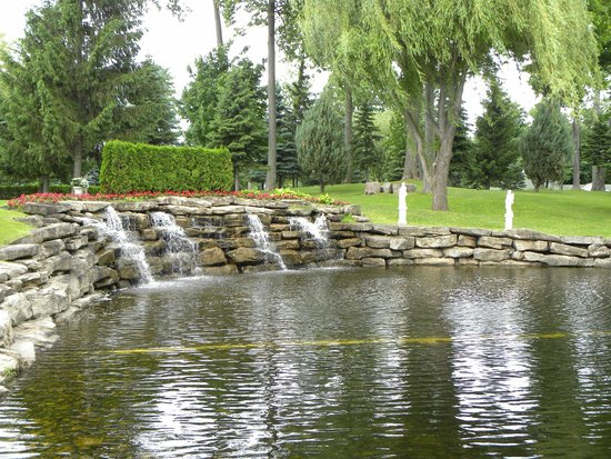 Chateau Vaudreuil : The Waterfall