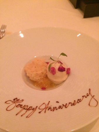 Four Seasons Hotel Hong Kong: Dessert at Caprice