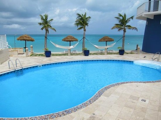 Lighthouse Bay Resort Hotel: Pool anf beach