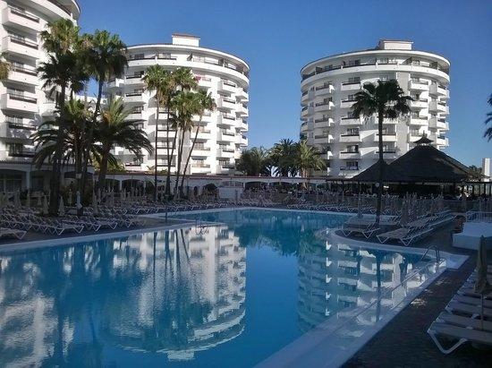 Hotel Servatur Waikiki: By the pool