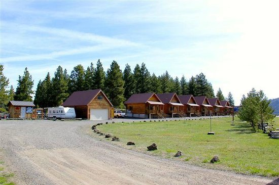Blue Springs Lodge: Perfect Photo of the Lodging Cabins