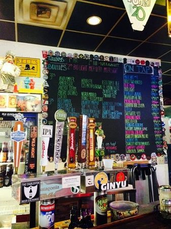 Momo's Pizza: good beer selection