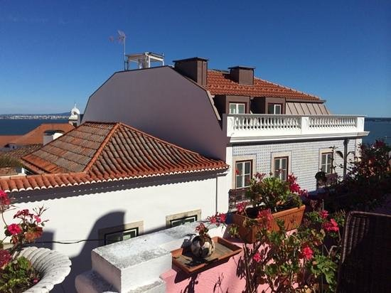 Alfama Patio Hostel: The view from the patio