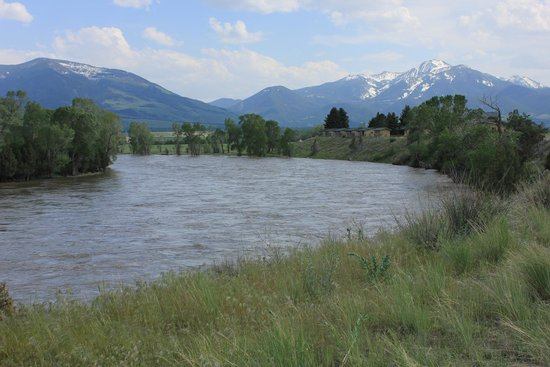 Yellowstone Valley Lodge : Cozy cabins overlooking the Yellowstone River