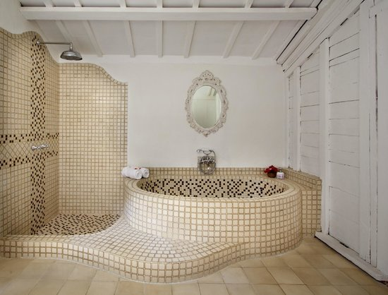 Hotel Puri Tempo Doeloe: Gladak Bathroom