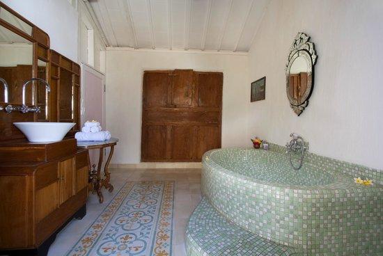 Hotel Puri Tempo Doeloe: Gladak Suite Bathroom