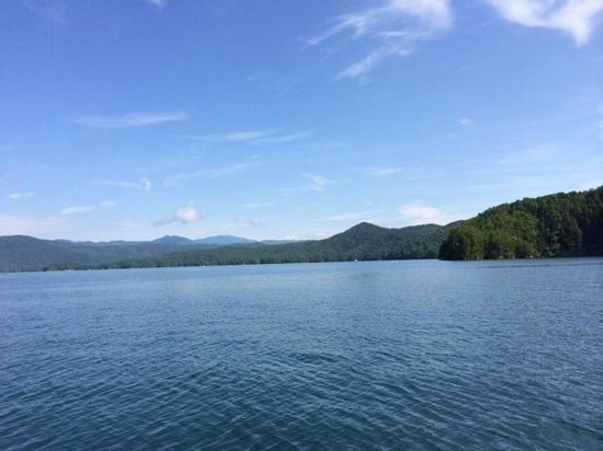 Jocassee Lake Tours : Just Beautiful