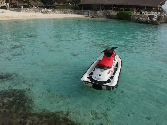 Presidente Inter-Continental Cozumel Resort & Spa : Crystal clear water and water sports on property.