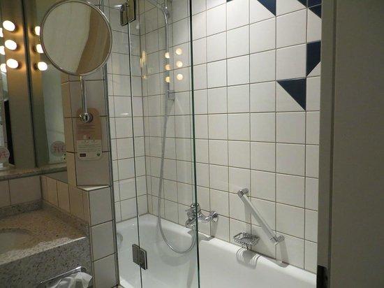 Mercure Hotel Koeln City Friesenstrasse: Bathroom
