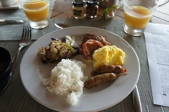 Conrad Bora Bora Nui : 朝ごはん。オレンジジュースがとても冷たくて美味しかったです。