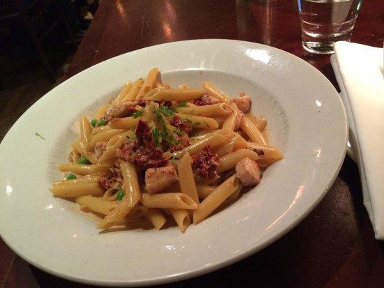 Zefferelli's : Michelangelo pasta, delicious!