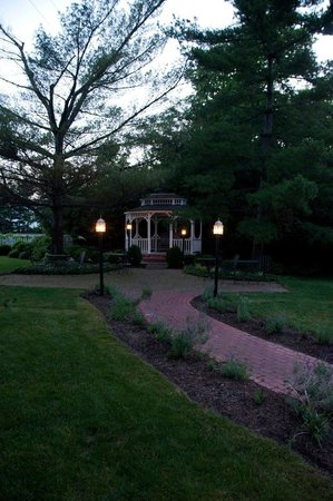 Kirkwood Inn: The gazebo is lovely at sunset